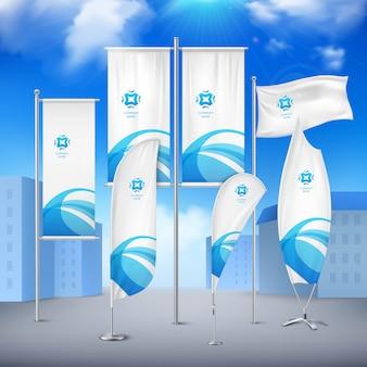 Varie bandiere di palo bandiere insieme con emblema blu per l'annuncio di eventi