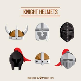 Varietà casuale di caschi medievali