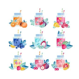 Vasetti di vetro con bevande dolci di diversi gusti. succo estivo rinfrescante con fettine di frutta e cubetti di ghiaccio. frullato biologico e sano.