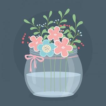Vaso in vetro decorato con fiori e foglie