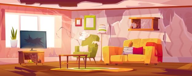 Vecchio sporco soggiorno con mobili rotti