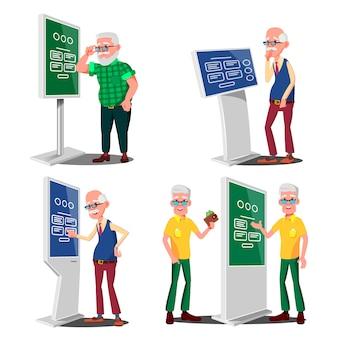 Vecchio usando bancomat, terminale digitale