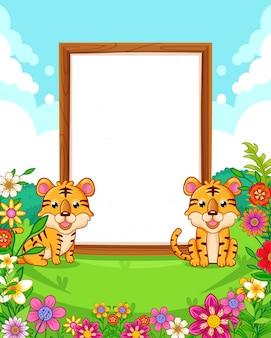 Vector l'illustrazione delle tigri sveglie con lo spazio in bianco di legno firmi dentro il parco