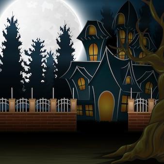 Veduta di una casa stregata con lo sfondo