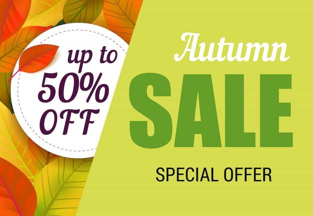 Vendita autunnale, fino al cinquanta per cento di sconto sulle lettere con foglie. offerta autunnale o pubblicità pubblicitaria