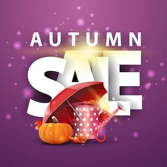 Vendita d'autunno, bandiera viola sconto con annaffiatoio da giardino, ombrello e zucca matura