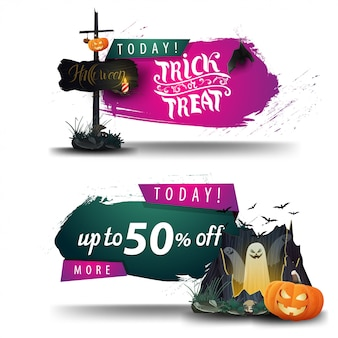 Vendita di halloween, sconto banner con cartello in legno vecchio, portale con fantasmi e zucca jack