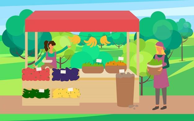 Venditore della donna con le verdure nel mercato delle scatole