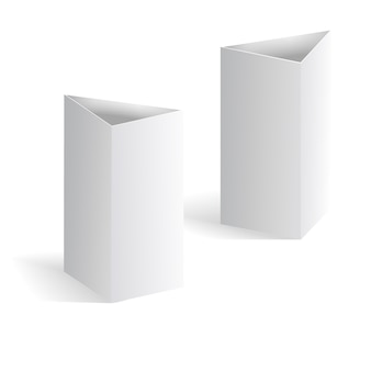 Vettore bianco della tenda della tabella in bianco, carte verticali del triangolo isolate su fondo bianco. modello di bla