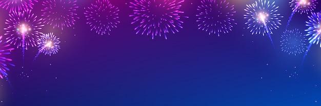 Vettore di fuochi d'artificio colorati su blu scuro