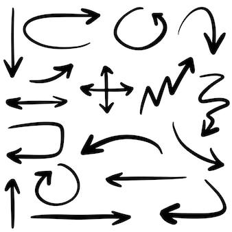 Vettore disegnato a mano delle frecce con stile di scarabocchio isolato