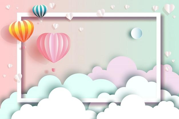 Viaggia felice con palloncini e a forma di cuore.