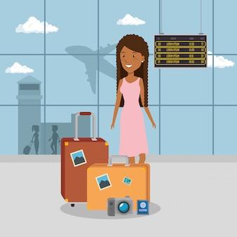 Viaggiatore donna in aeroporto
