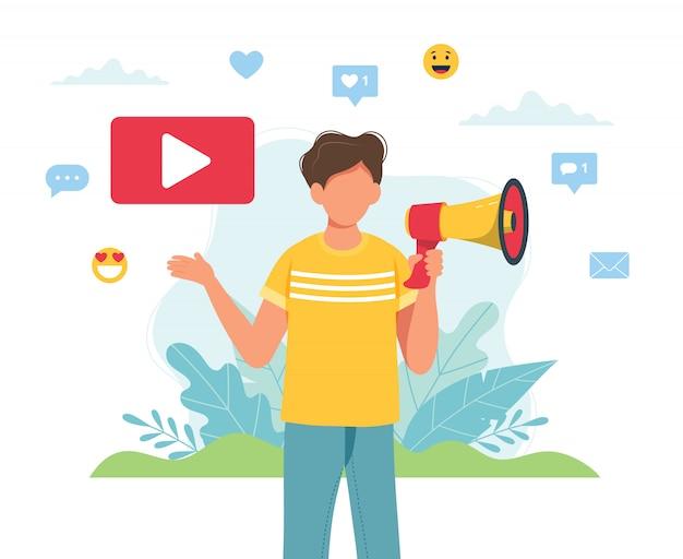 Video blogger che fa un annuncio con il megafono.