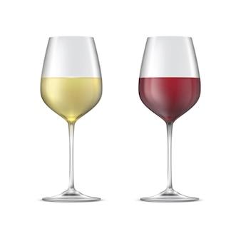 Vino rosso e bianco in calici di vetro isolati.