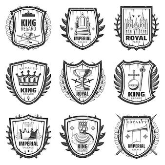 Vintage stemma reale impostato con re spada palazzo corona monarchia orb scettro tromba trono riguardo isolato