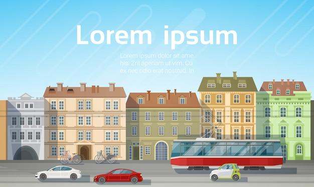 Vista delle case della costruzione della città con l'orizzonte di trasporto del tram della strada dell'automobile