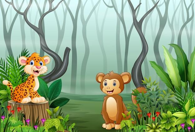 Vista delle piante della foresta nella nebbia con un leopardo e una scimmia