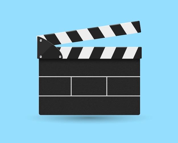 Vista frontale del cracker di film isolata sull'azzurro.