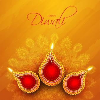 Vista superiore della lampada a olio illuminata (diya) sul modello arancio della mandala per la celebrazione felice di diwali