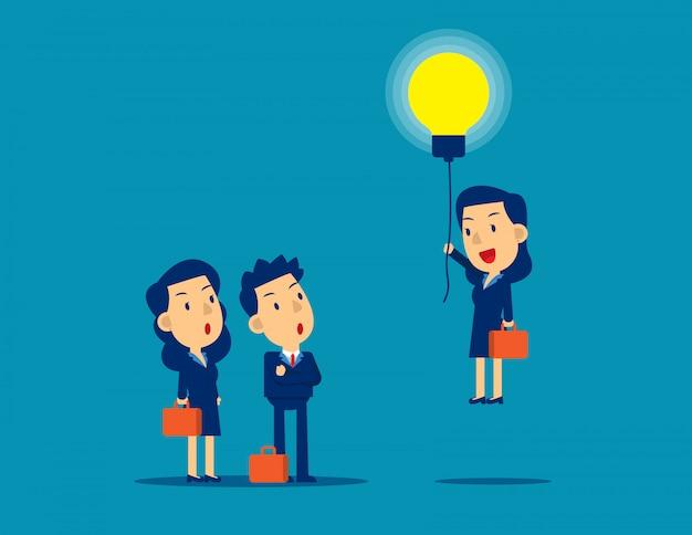Volare fuori dalla folla con una lampadina di idee.