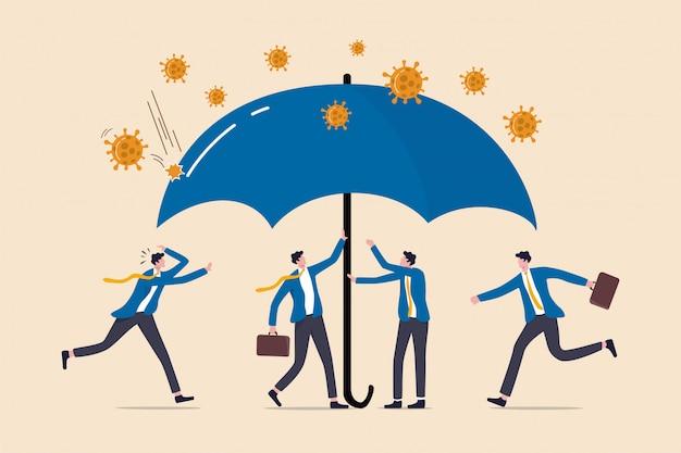 Zona sicura di protezione del coronavirus, copertura assicurativa covid-19 o polizza governativa per aiutare le imprese nella crisi del coronavirus, gli uomini d'affari aiutano a coprire sotto l'ombrello per proteggere dal coronavirus.