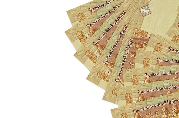 1 egyptische pond rekeningen ligt geïsoleerd op een witte achtergrond met kopie ruimte