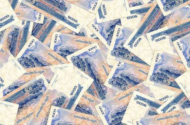 1000 cambodjaanse riels-rekeningen liggen op een grote stapel