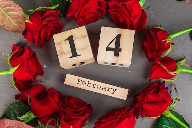 14 februari op kalender en decoraties voor valentijnsdag.