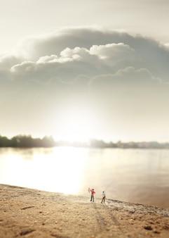 2 vissers (miniatuur) aan de rivier.