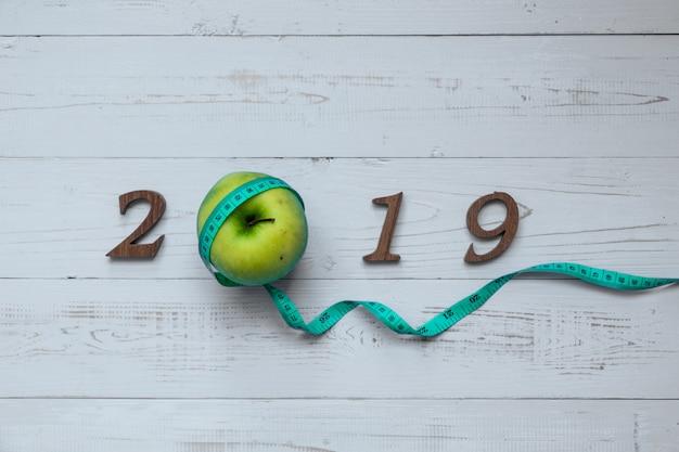 2019 gelukkig nieuwjaar voor gezondheidszorg, wellness en medische concept.