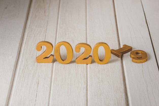 2020 houten gouden nummer. gelukkig nieuwjaar
