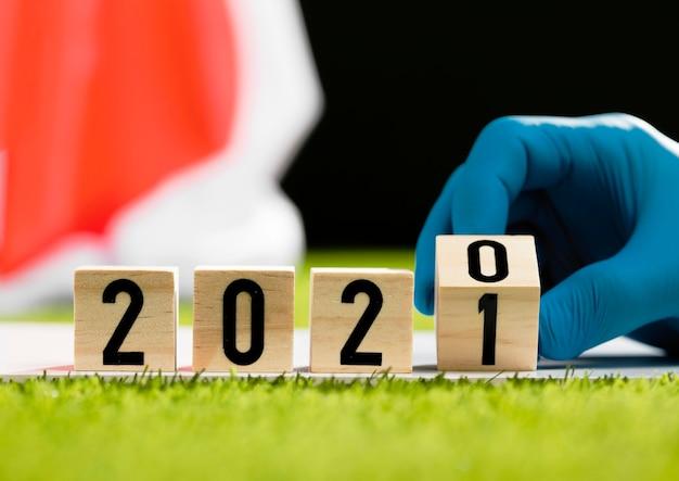 2020 op houten kubussenclose-up