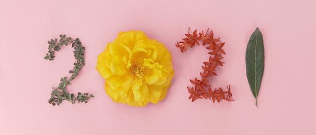 2021 gemaakt van bladeren en bloemen