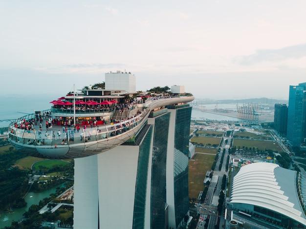 26 februari 2018: singapore, marina bay sands luxury hotel. quadrupter-weergave.