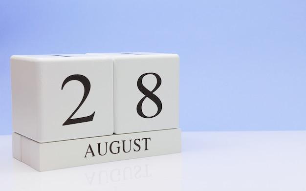 28 augustus. dag 28 van maand, dagelijkse kalender op witte lijst