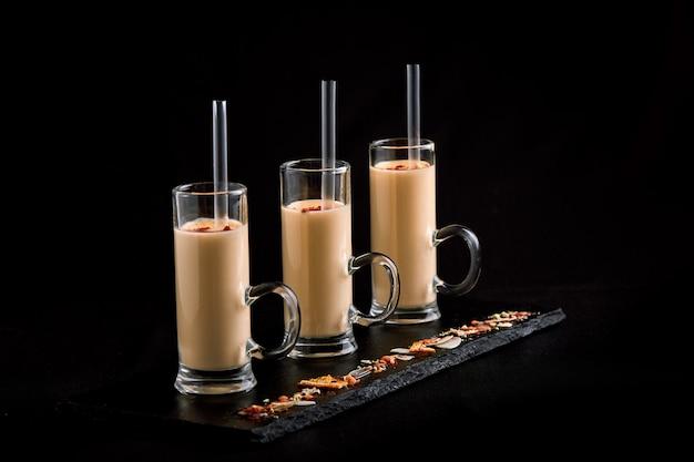 3 glazen met milkshakes