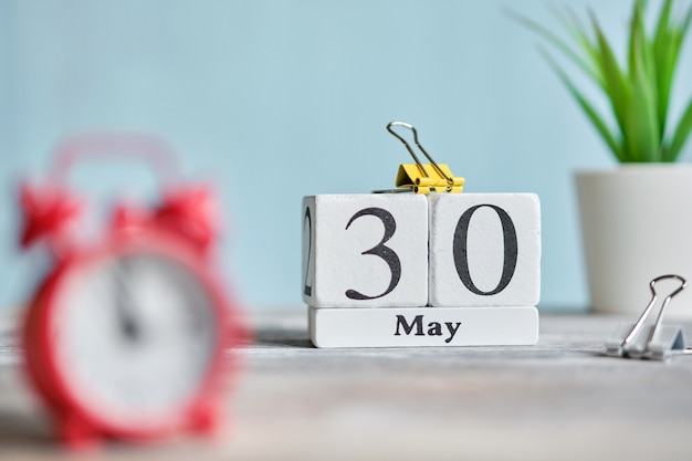 30 de dertigste dag mei maand kalender concept op houten blokken.