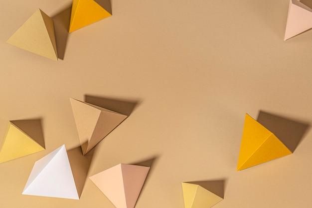 3d beige piramide papier ambachtelijke achtergrond