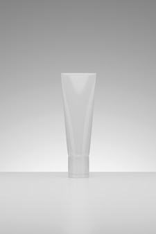 3d-rendering cosmetic beauty witte lege plastic containers product studio opname