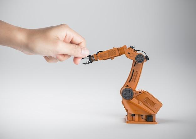 3d-rendering robotarm hand schudden met menselijke hand
