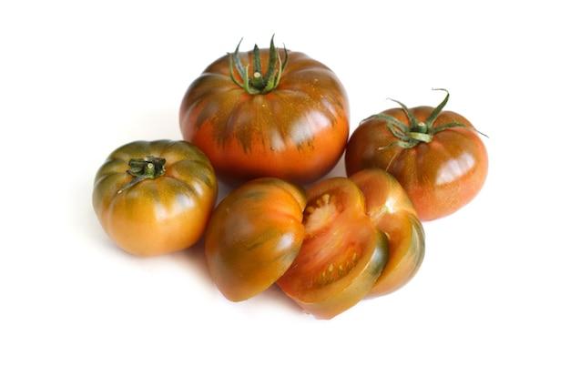 4 verse costoluto tomaten geïsoleerd op een witte achtergrond