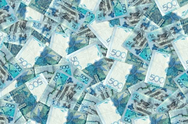 500 kazachstaanse bankbiljetten liggen op een grote stapel
