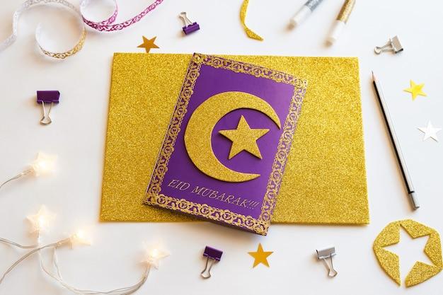 6 diy ramadan kareem-kaart met gouden halve maan en een ster.