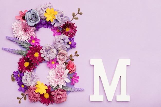 8 maart symbool gemaakt van bloemen