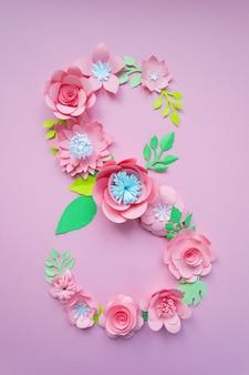 8 maart vrouwendagkaart met roze papieren bloemen