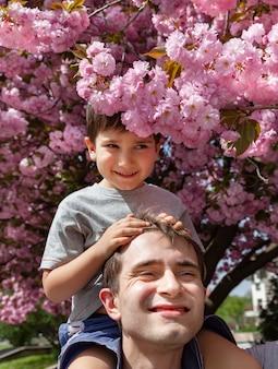 à â¡hild spelen met zijn vader