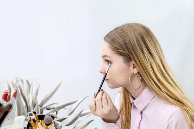 A gebruik verschillende penselen om een gewenste look te krijgen