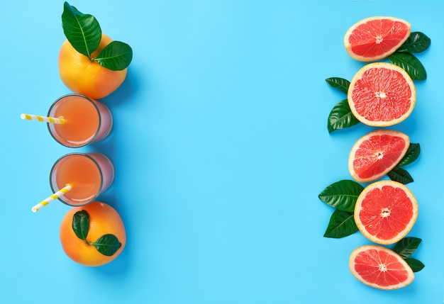 Â¡hilled grapefruitsap op een blauwe achtergrond