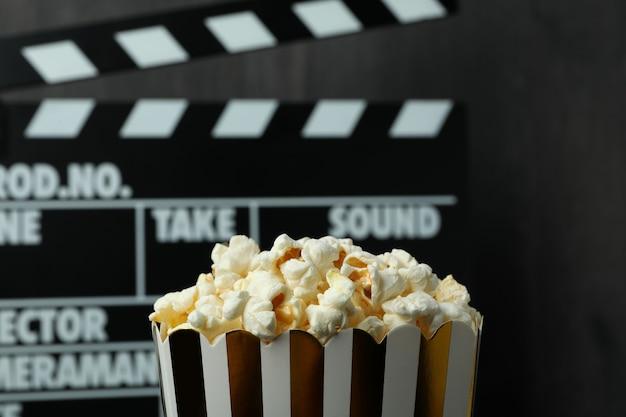 à lapperboard en popcorn, close-up en selectieve focus.